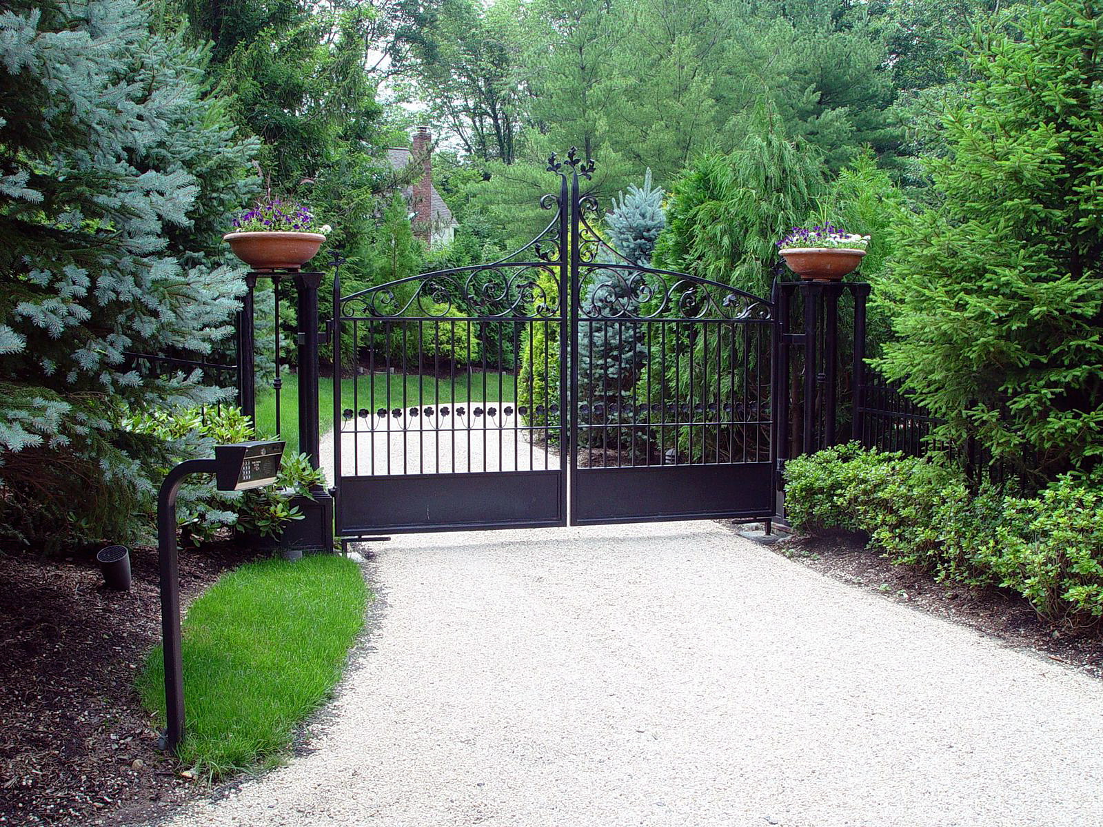 Decorate Your Driveway Gate For The Seasons Tri State
