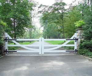 Modern farmhouse driveway gate with U-shaped design detail