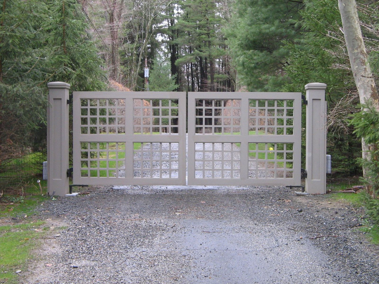 Wooden driveway gates tri state gate for Wooden driveway gate plans