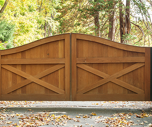 Ranch-style cedar wood driveway gate by Tri State Gate, New York