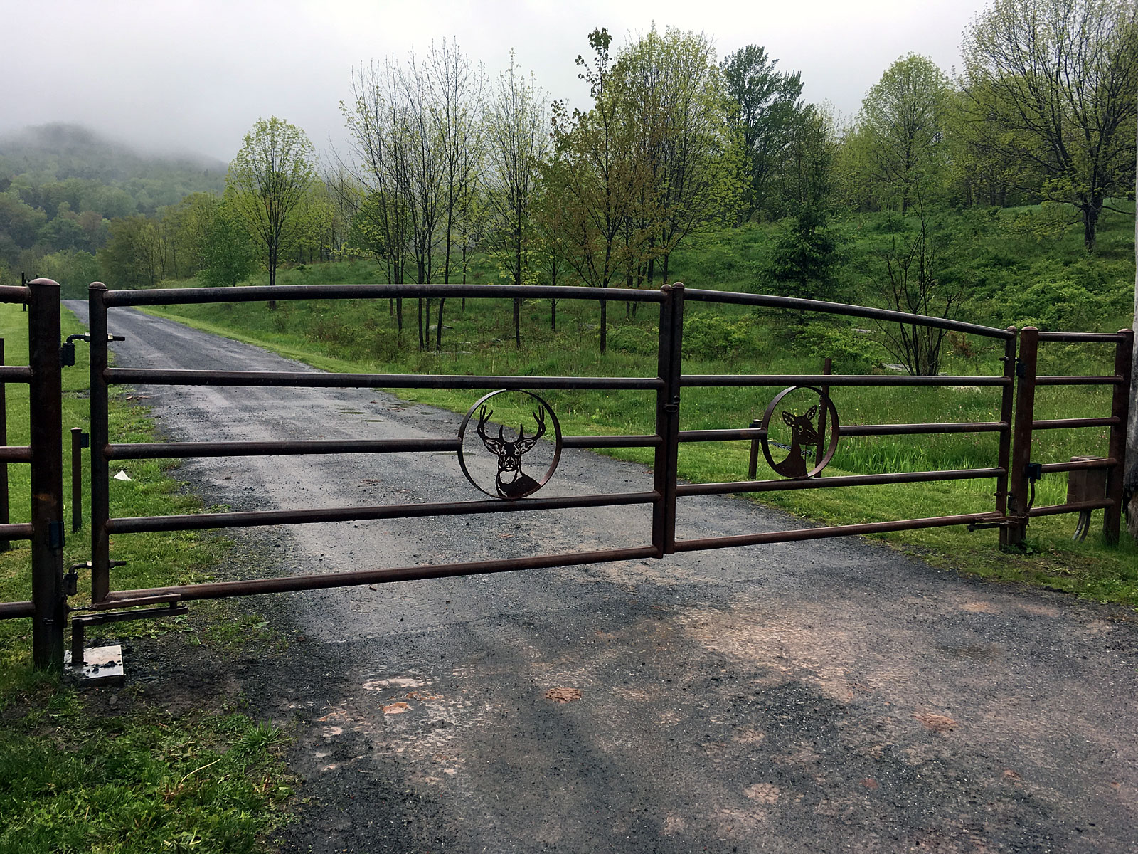 Iron driveway gates tri state gate for How to build a driveway gate