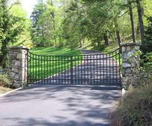 Modern iron entry gate for a residential neighborhood by Tri State Gate, New York