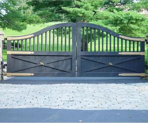 Equestrian ranch driveway gate by Tri State Gate, New York