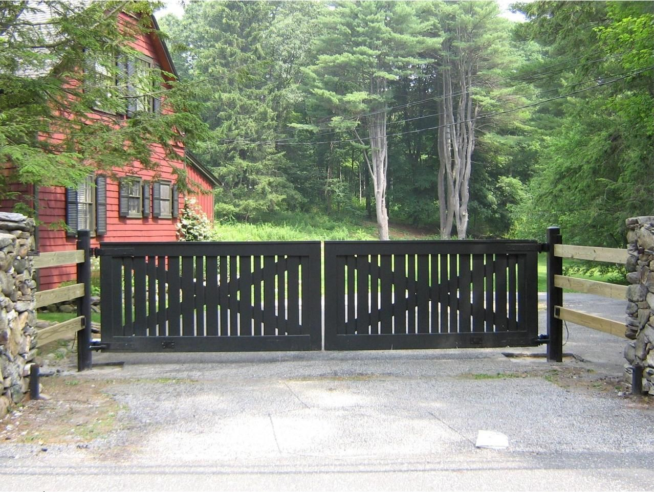 Wooden driveway gates tri state gate for Wooden driveway gates designs
